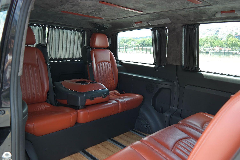 vito-mercedes-05 Benz Vito with Guide-Driver
